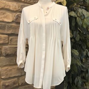 Gianni Bini blouse hidden buttons pleated Small